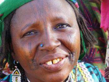 颇尔妇女的纹面4