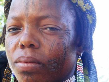 颇尔妇女的纹面6