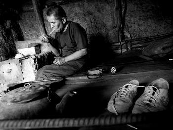 吉尔吉斯斯坦非法煤矿中的矿工03