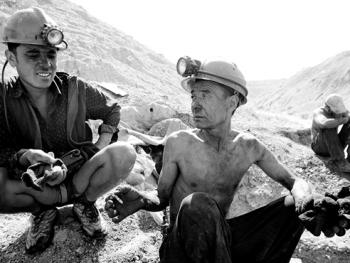 吉尔吉斯斯坦非法煤矿中的矿工05
