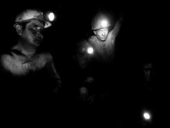 吉尔吉斯斯坦非法煤矿中的矿工06