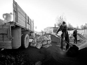 吉尔吉斯斯坦非法煤矿中的矿工07