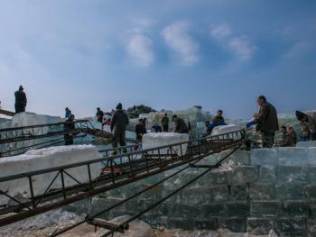 隆冬采冰11