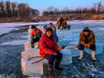 隆冬采冰09