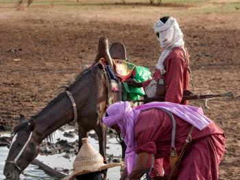 尼日尔干旱地区人畜用水方式04