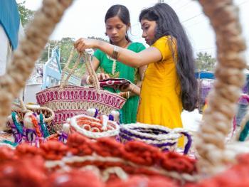 西孟加拉邦妇女的黄麻工艺小组11