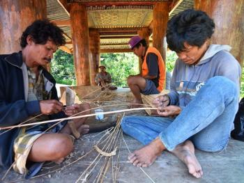 托拉雅人船型屋的建造