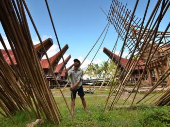 托拉雅人船型屋的建造03