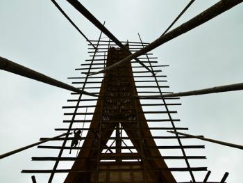托拉雅人船型屋的建造05