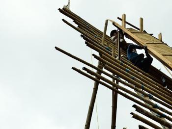 托拉雅人船型屋的建造06