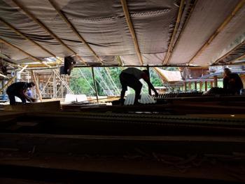 托拉雅人船型屋的建造07