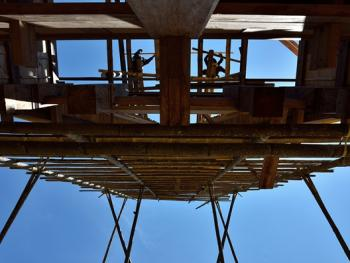 托拉雅人船型屋的建造09