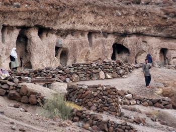 克尔曼省石穴村落