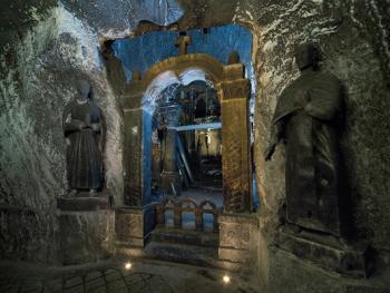维利奇卡盐矿中的宗教设施11