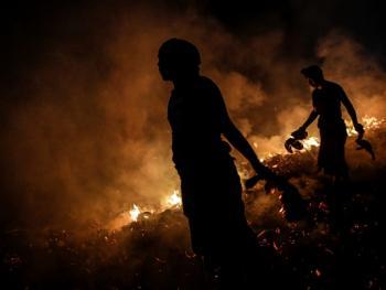 巴厘岛的火战仪式02