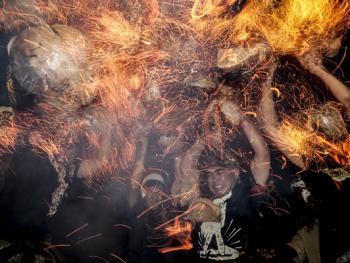 巴厘岛的火战仪式03