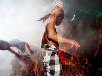 巴厘岛的火战仪式06