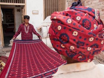 巴基斯坦阿吉拉克披肩制作10