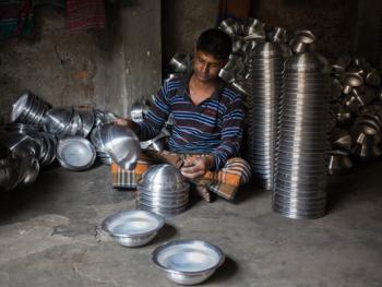 孟加拉铝制餐盘作坊12