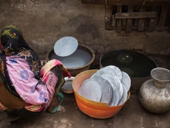 孟加拉铝制餐盘作坊02