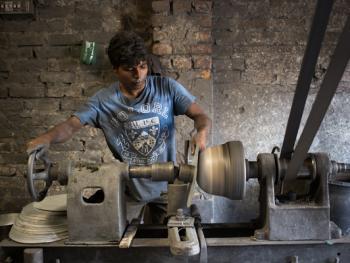 孟加拉铝制餐盘作坊04