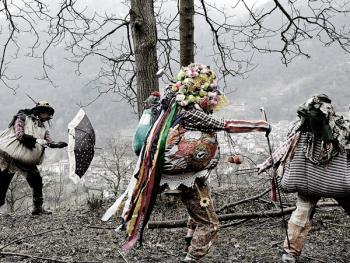 斯基尼亚诺镇的狂欢节10