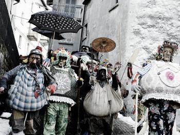 斯基尼亚诺镇的狂欢节