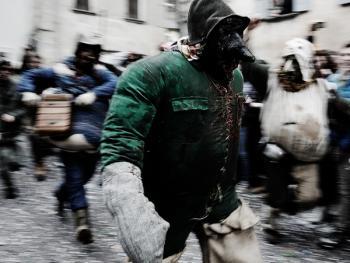 斯基尼亚诺镇的狂欢节13