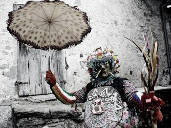 斯基尼亚诺镇的狂欢节06