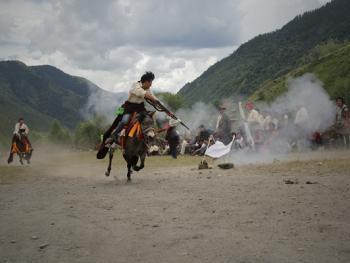 麦宿宗萨寺节日上的骑射比赛12