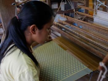 柬埔寨丝绸制作12