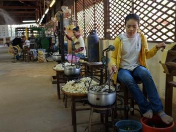 柬埔寨丝绸制作04