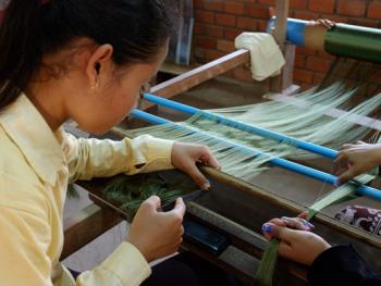 柬埔寨丝绸制作08