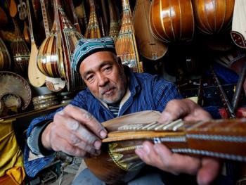 维吾尔族乐器制作技艺06
