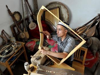 维吾尔族乐器制作技艺09