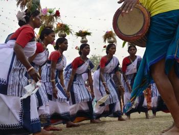 桑塔尔人的鲜花节