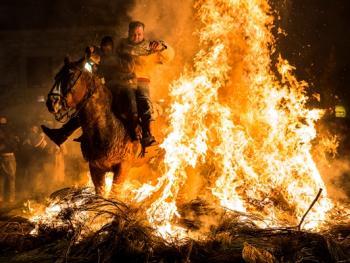 圣安东尼日策马跳火仪式10