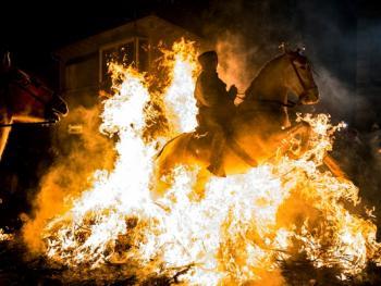圣安东尼日策马跳火仪式12