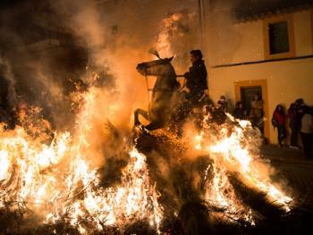 圣安东尼日策马跳火仪式