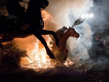 圣安东尼日策马跳火仪式09