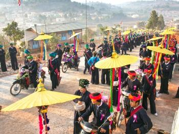 缅甸巴奥男孩入寺仪式仪式05