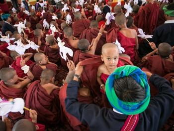 缅甸巴奥男孩入寺仪式仪式09