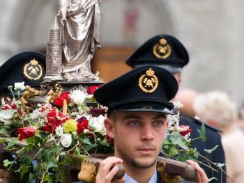 比利时各地的宗教游行11