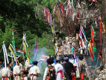 羌族祭山会03
