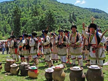 羌族祭山会05