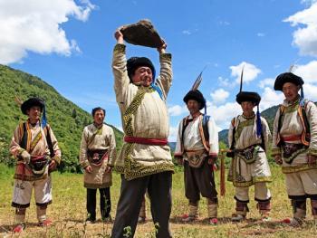 羌族祭山会09
